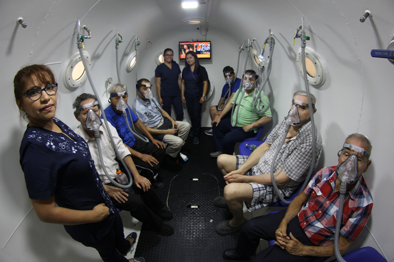 Cámara hiperbárica: el tratamiento que ayuda a pacientes diabéticos con oxígeno